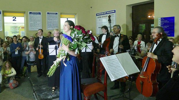 Лена Белкина выступила на вокзале Ивано-Франковска совместно с камерным оркестром в рамках фестиваля Porto Franko Гогольfest 11 июля, 2016 года