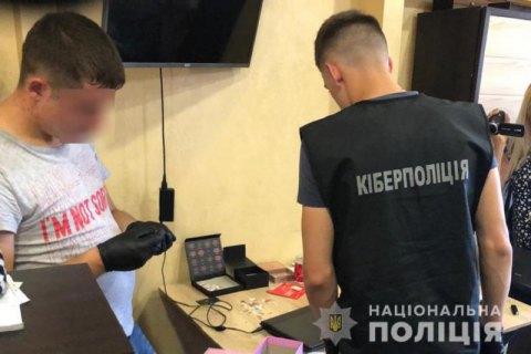 Киберполиция задержала группу воров, которые похитили 1,5 млн гривен с банковских счетов украинцев