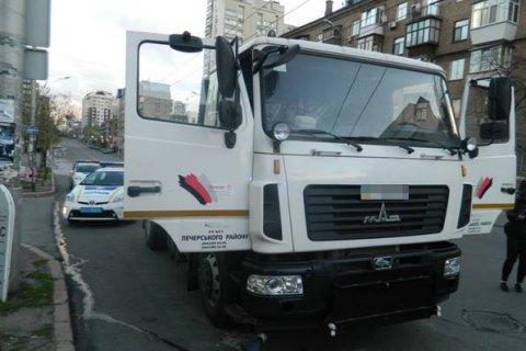 В Киеве парень угнал водовоз, чтобы покатать брата