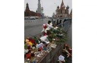 """Московські комунальники назвали """"неповагою до історії"""" таблички на місці вбивства Нємцова"""