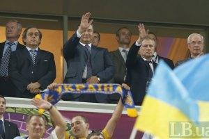 Янукович пообщался с фанатами в донецкой фан-зоне