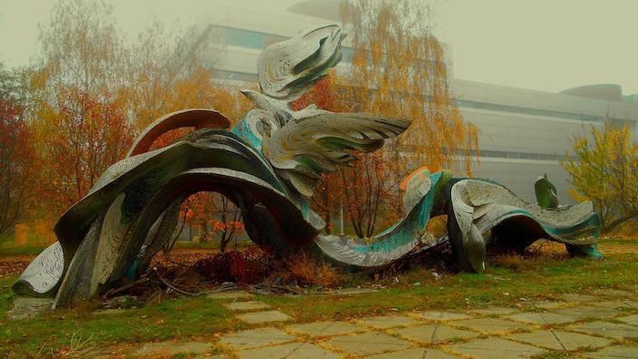 Оригінальний вигляд скульптури Коткова в Дніпрі