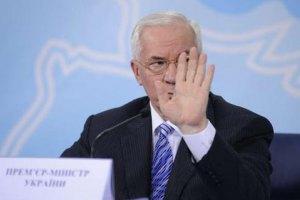 """Азаров объявил """"абсолютно спокойной"""" ситуацию в стране"""