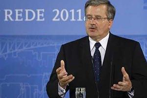 Россия ставит под сомнение границы Украины и международный порядок, - Коморовский