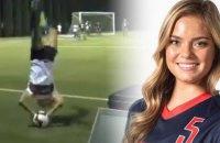 Футболистка с помощью сальто эффектно сделала голевую передачу с аута