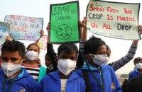 В столице Индии школьники прошли маршем из-за смога