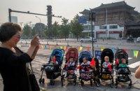 Народжуваність у Китаї впала на третину у 2020-му