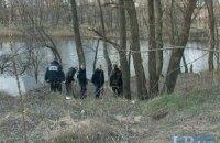 Возле озера в Деснянском районе Киева нашли повешенного мужчину