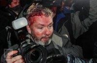 """На Майдане """"Беркут"""" снова заблокировал машины оппозиции, ранен фотограф Reuters"""