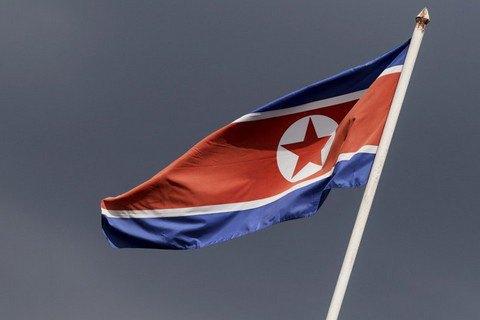 КНДР відпустила засудженого за спробу крадіжки агітплаката студента з США (оновлено)