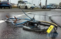 У Києві позашляховик збив насмерть велосипедиста