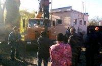 В Киеве местные жители защищают парк со старинным дубами от застройщиков