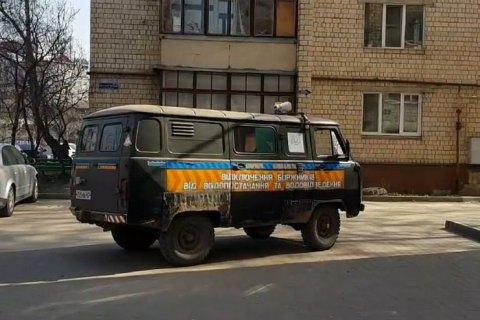 В Черновцах запустили спецавтомобиль с громкоговорителем для информирования о  правилах карантина