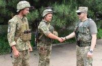 Командувач ООС нагородив двох військових за мужність під час бойових дій на Донбасі