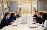 Зеленський та віцепрезидент ЄІБ обговорили відновлення доріг на Донбасі