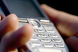 Депутат подарував виборцям мобільні телефони