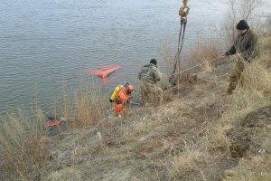 Автомобиль упал в реку в Черниговской области