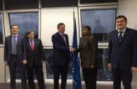 Луценко в Гааге обсудил преступления Януковича
