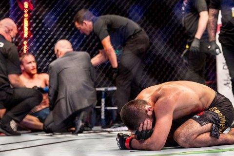 Нурмагомедов удушающим приемом завершил свою карьеру в UFC
