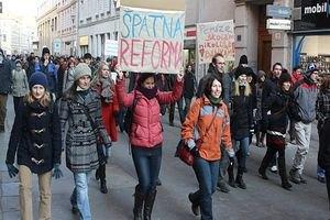 Чехи вышли на улицы протестовать против реформ