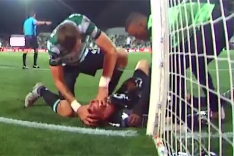Футболист спас одноклубнику жизнь вовремя матча
