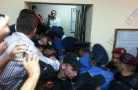 Бютовцы у суда поругались с журналистами