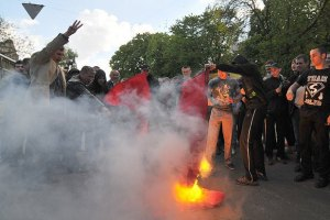 КПУ готовит красные флаги к празднованию 9 Мая во Львове