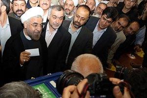 Президентские выборы в Иране пока выигрывает умеренный либерал