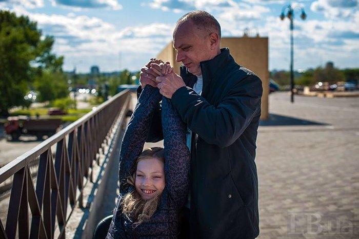 Віталій Матюшенко з донькою Юлею, яка також хворіє на СМА