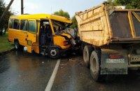 У Моршині маршрутний автобус зіткнувся з КамАЗом