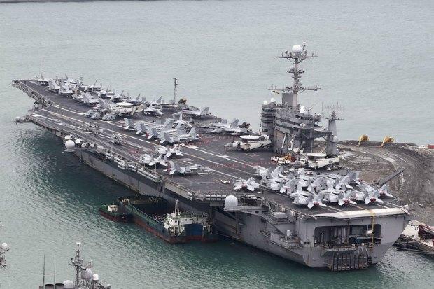"""Атомный авианосец ВМС США """"Джордж Вашингтон"""""""