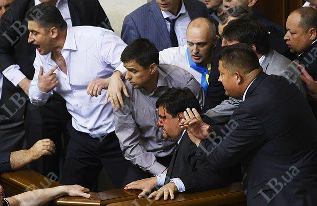 В центре в крови - депутат от фракции БЮТ-Б Николй Петрук