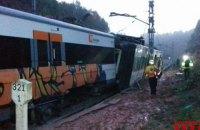 В Каталонии поезд сошел с рельсов, есть погибший