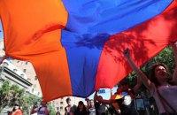 «Назад дороги немає»: революція у Вірменії триває