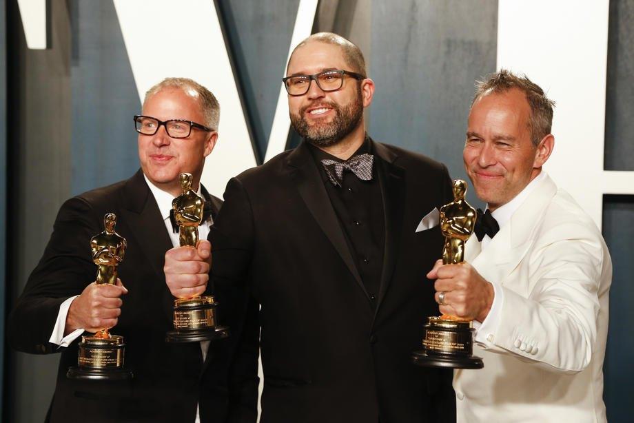 Cлева-направо: американские продюсеры Марк Нильсен, Джош Кули и Джонас Ривера, лауреаты премии Оскар за лучшую анимацию, 'История игрушек 4'