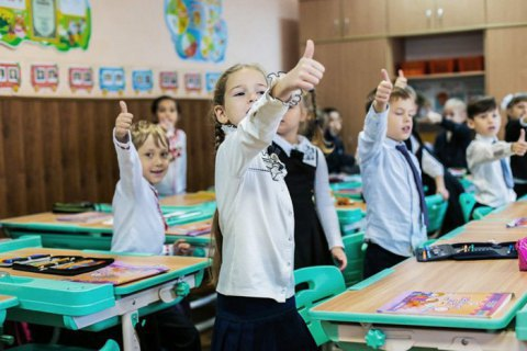 Зеленський скасував указ Кучми про обов'язкове носіння шкільної форми