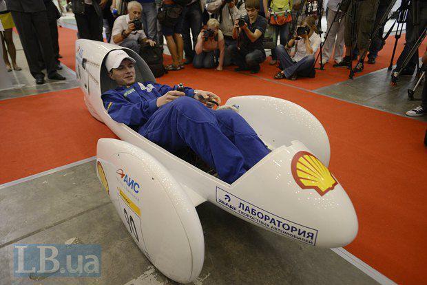 Экоавтомобиль ХАДИ-34, который разработала студенческая команда из Харькова, проехал 575 км на одном литре бензина в 2011 году в рамках международного Shell Eco-marathon.