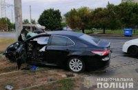 В Одессе автомобиль врезался в столб, погибло два человека