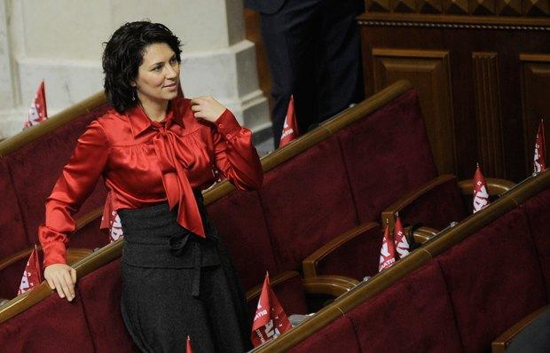 Наталья Агафонова на первые заседания Рады одевалась в тон партийным цветам
