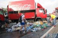 У Києві на повній швидкості перекинулася вантажівка