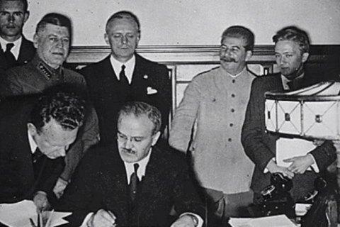Советские оригиналы пакта Молотова-Риббентропа выложили в интернет