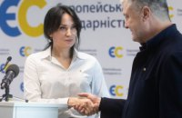 Порошенко закликав демократичні сили підтримати кандидатуру Марусі Звіробій на довиборах у Раду
