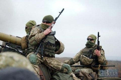 Бійці ООС за добу знищили вісьмох окупантів, бліндаж і дві САУ противника