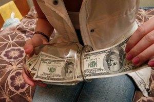 НБУ: украинцы начали доставать валюту из-под подушек