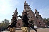 Мусульмани спалили англіканську церкву в Пакистані
