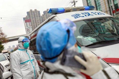 Число нових заражень коронавірусом у Китаї за добу знизилося вчетверо