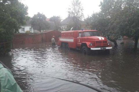 Негода знеструмила 43 населених пункти у трьох областях, пошкоджено 140 будинків