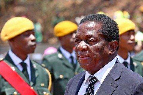 Президент Зимбабве Роберт Мугабе, который правил страной 37 лет, подал вотставку