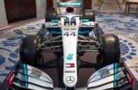 Mercedes представил новую ливрею болида Формулы-1, в которую добавил красный цвет