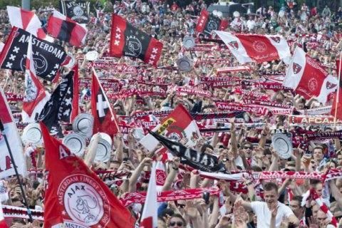 Премьер-министр Нидерландов запретил болельщикам петь на стадионе